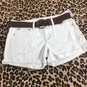 Women's NWT distressed white belted shorts size 7